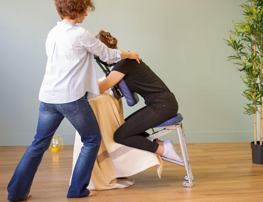 massage-assis-en-entreprise-Lyon-Cécile-Boby-aliptae